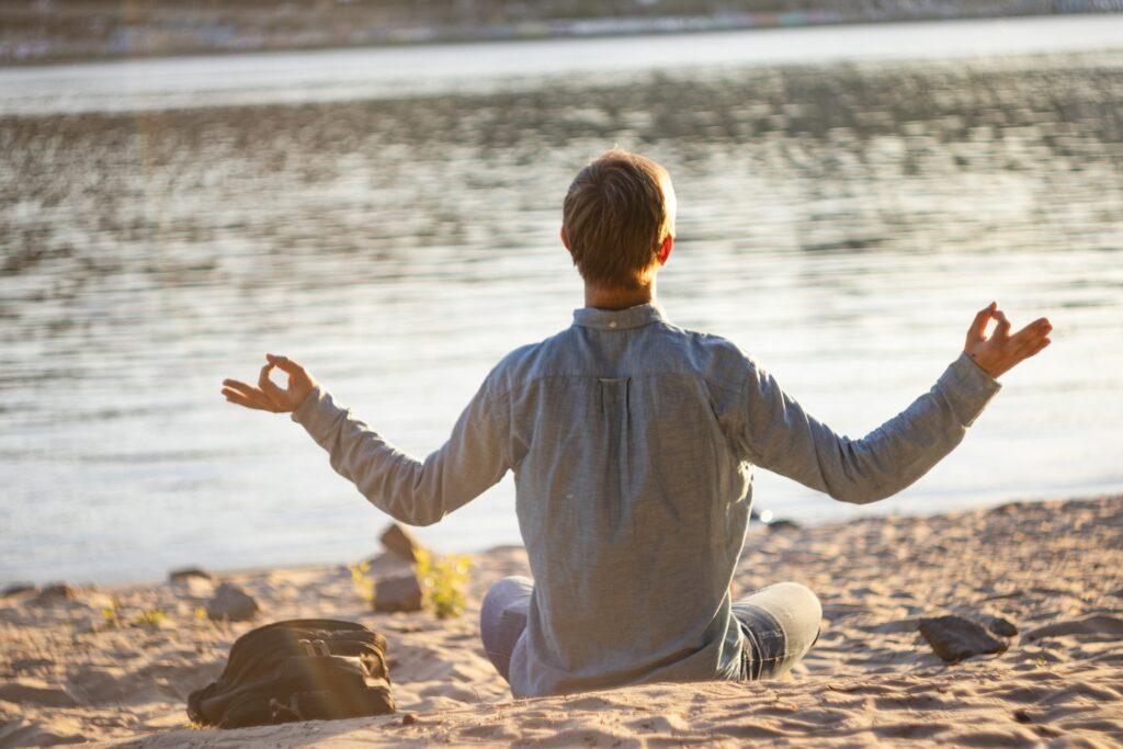 Meditar joven