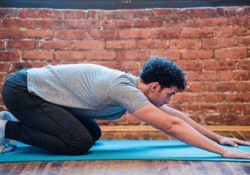 Yoga joven hombre
